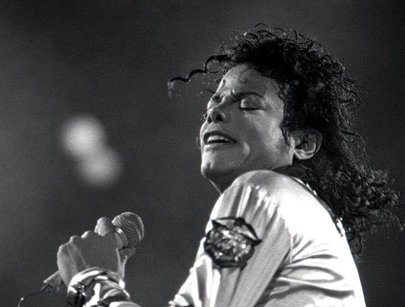 10.Il y a 3 ans disparaissait Michael Jackson... Michael_Jackson1_1988